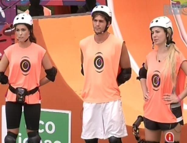 10.mar.2013 - Kamilla, André e Fernanda fazem parte do grupo laranja na prova da comida
