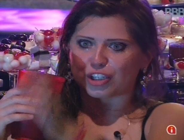 9.mar.2013 - Andressa chora com a possibilidade de Fernanda indicá-la ao paredão