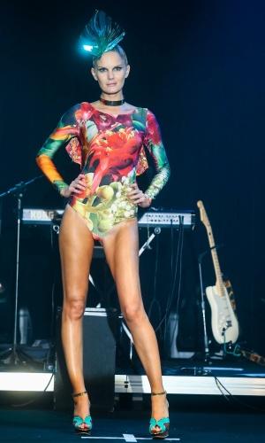 Modelo apresenta look da Água de Coco para o Verão 2014 durante o desfile Elle Summer Preview, em São Paulo (09/03/2013)
