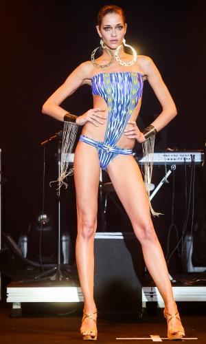 Modelo apresenta look da Cia. Marítima para o Verão 2014 durante o desfile Elle Summer Preview, em São Paulo (09/03/2013)