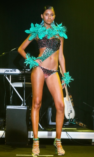 Modelo apresenta look da Movimento para o Verão 2014 durante o desfile Elle Summer Preview, em São Paulo (09/03/2013)