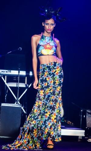 Modelo apresenta look da Triya para o Verão 2014 durante o desfile Elle Summer Preview, em São Paulo (09/03/2013)
