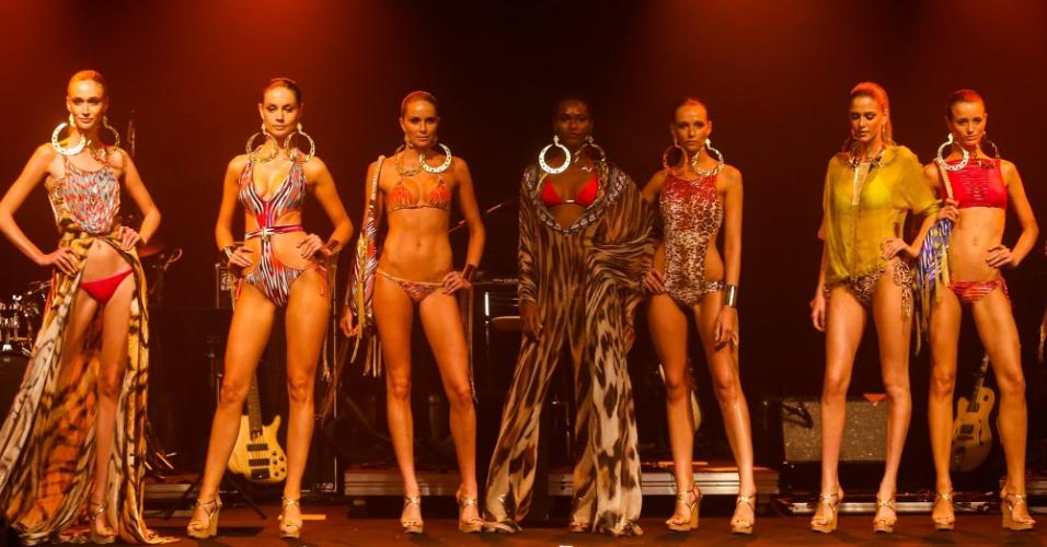 Modelos apresentam looks da Cia. Marítima para o Verão 2014 durante o desfile Elle Summer Preview, em São Paulo (09/03/2013)
