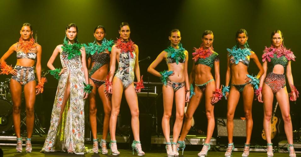 Modelos apresentam looks da Movimento para o Verão 2014 durante o desfile Elle Summer Preview, em São Paulo (09/03/2013)