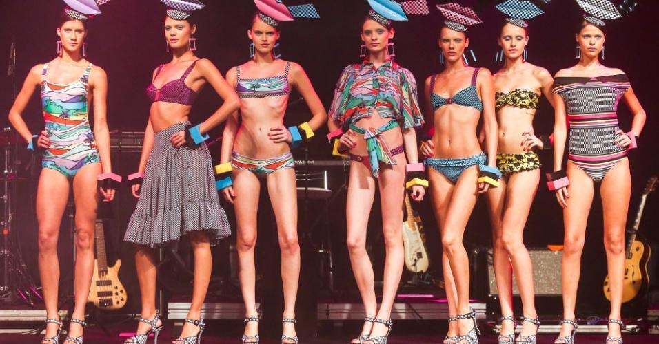 Modelos apresentam looks da Salinas para o Verão 2014 durante o desfile Elle Summer Preview, em São Paulo (09/03/2013)