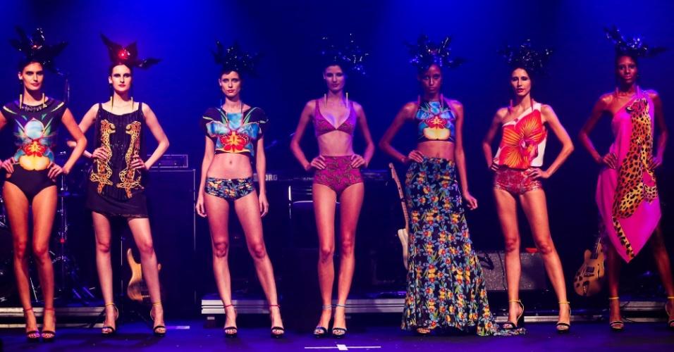 Modelos apresentam looks da Triya para o Verão 2014 durante o desfile Elle Summer Preview, em São Paulo (09/03/2013)