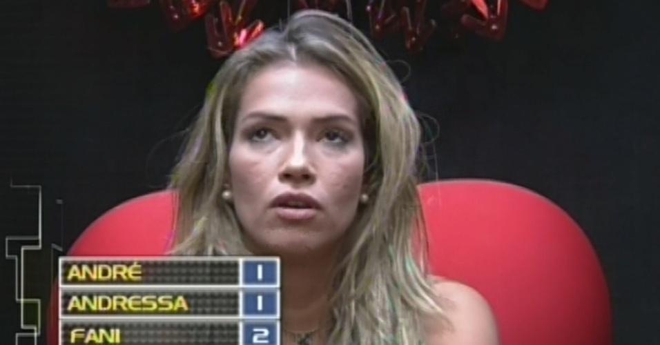 10.mar.2013 - Fani escolhe votar em Andressa no décimo paredão do