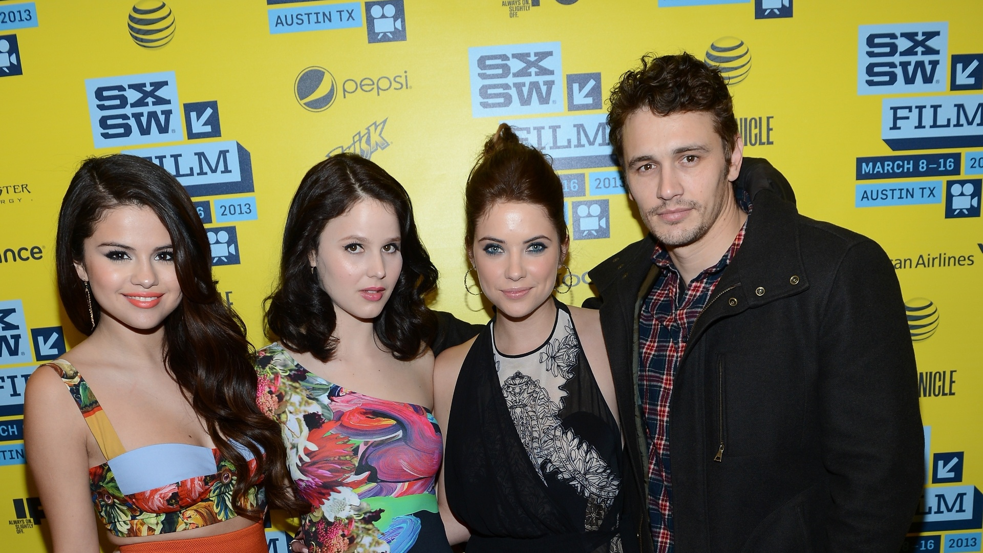 10.mar.2013 - Selena Gomez, Rachel Korine, Ashley Benson e James Franco posam para fotos em evento de exibição do filme