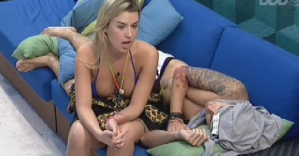 11.mar.2013 - Fernanda conversa sobre a última votação com Nasser e explica o motivo de não ter abraçado ele e Andessa após o paredão