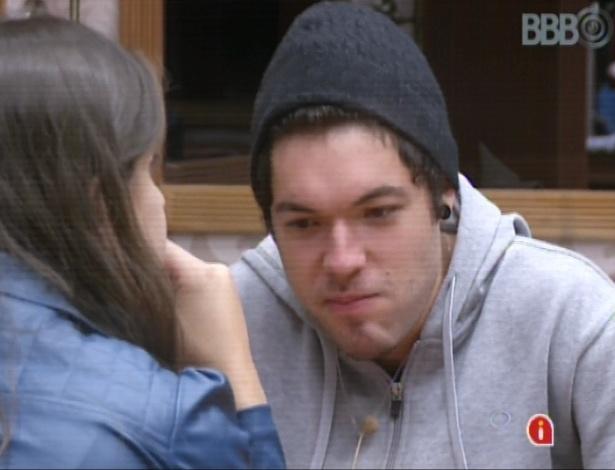 11.mar.2013 - Nasser diz que dará um esporro em Fernanda, caso ela vá falar com ele