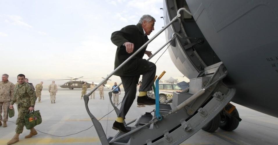 11.mar.2013 - O secretário de Defesa dos Estados Unidos, Chuck Hagel, embarca em avião militar C-17 que se prepara para decolar de Cabul (Afeganistão) rumo a Washington (EUA)