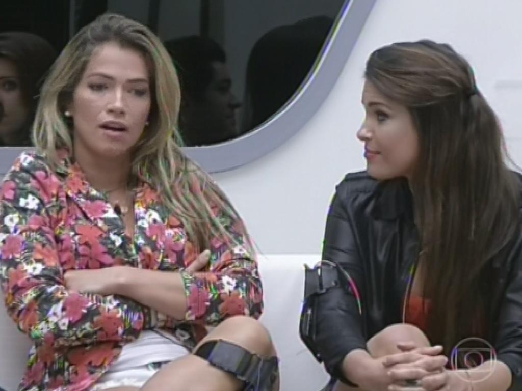 11.mar.2013 - Primeira a ser sorteada como acusadora, Fani tem de acusar Kamilla e diz que sister a irrita por cantar muito