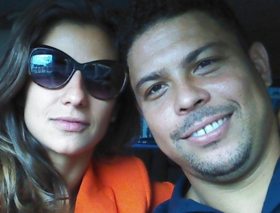 11.mar.2013 - Ronaldo postou uma foto com a namorada, a DJ Paula Morais, e se declarou: 
