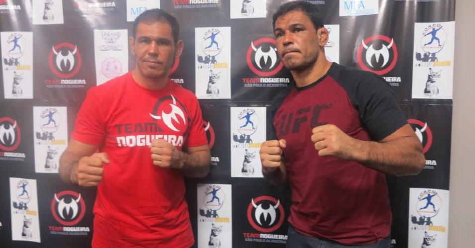 Rogério Minotouro e Rodrigo Minotauro posam durante inauguração de academia Team Nogueira em São Paulo