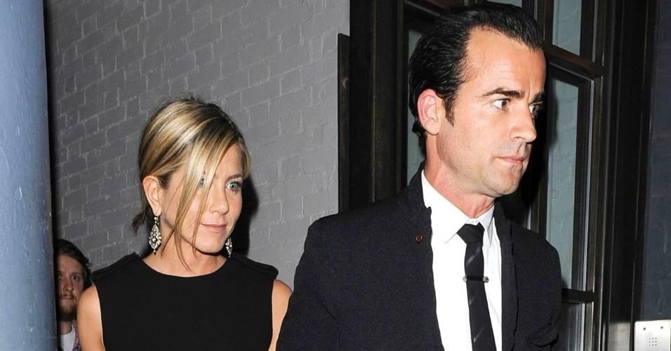 Segundo notas divulgadas pela imprensa americana, Jennifer Aniston e Justin Theroux planejam se casar em abril de 2013