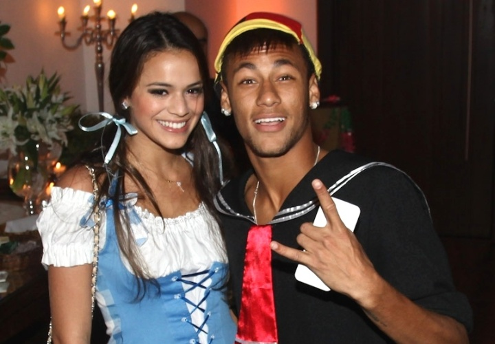 11.mar.2013 - Bruna Marquezine e Neymar vo a festa a fantasia que comemora os 30 anos do cantor Thiaguinho, em So Paulo