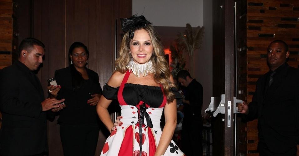 11.mar.2013 - Fabiana Alvarez chega fantasiada para comemorar o aniversário de 30 anos do cantor Thiaguinho, na Vila Olímpia, Zona Oeste de São Paulo