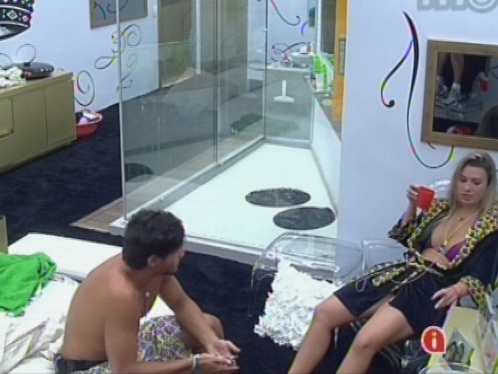 12.mar.2013 - André e Fernanda conversam no quarto do líder