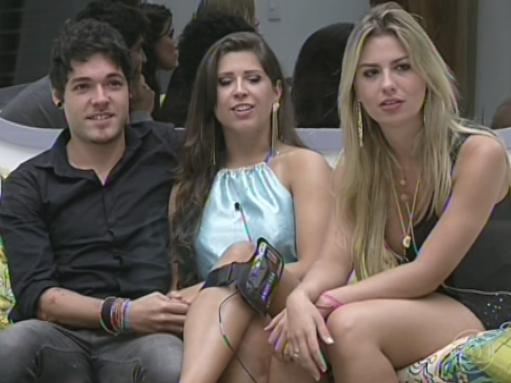 12.mar.2013 - Ao lado de Andressa e Nasser, Fernanda diz que o maior terror dela na casa é ver a paranaense e Kamilla no mesmo paredão