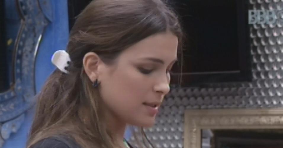 12.mar.2013 - Kamilla diz estar preocupada com paredão