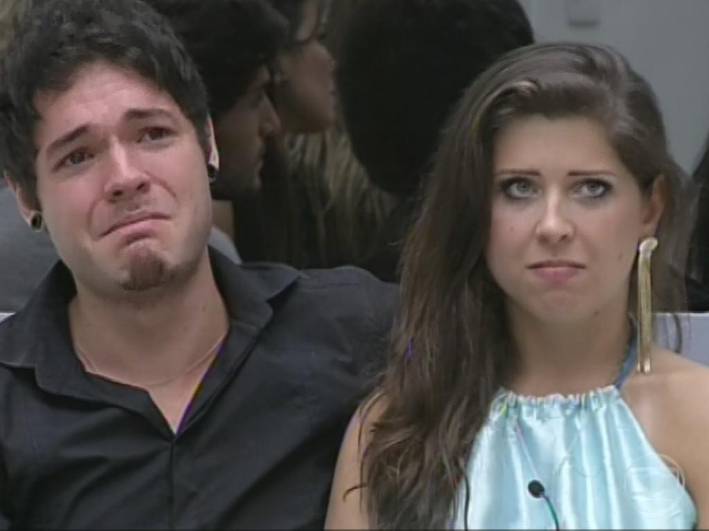 12.mar.2013 - Nasser chora quando Bial pergunta a ele e a Andressa se eles se lembram da primeira vez em que viram quando entraram na casa