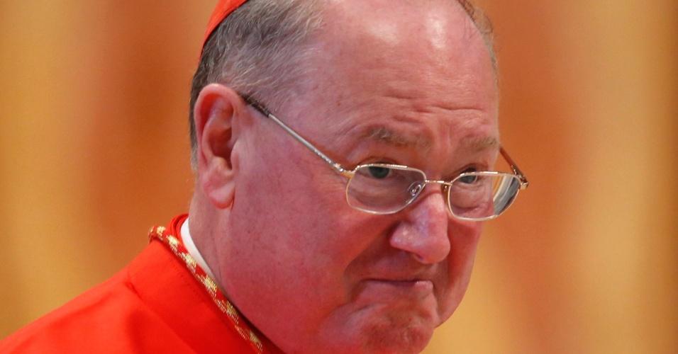 12.mar.2013 - O cardeal  norte-americano Timothy Michael Dolan participa da missa para eleição do novo papa celebrada na Basílica de São Pedro, no Vaticano. A missa chamada