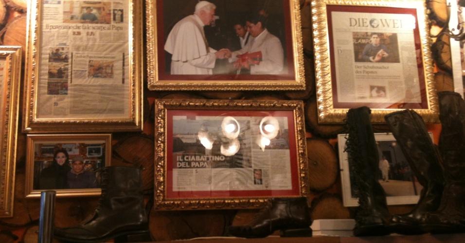 12.mar.2013 - Sapataria do peruano Antonio Arellano, de 43 anos - que vive na Itália há mais de 20 anos -, tem público seleto formado por padres, bispos e cardeais