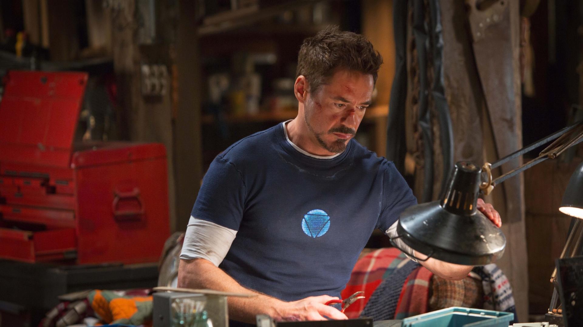 Robert Downey Jr. vive mais uma vez o papel do bilionário excêntrico Tony Stark