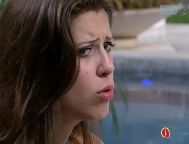 11.mar.2013 - Andressa reclama que é ela que sempre tem que se reaproximar de Nasser