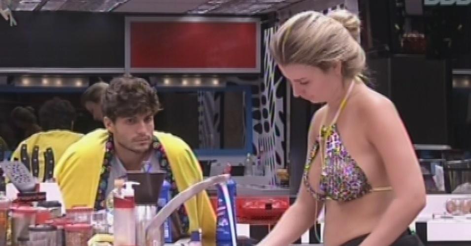 13.mar.2013 - André e Fernanda discutem sobre veto que o capixaba terá de dar nesta noite