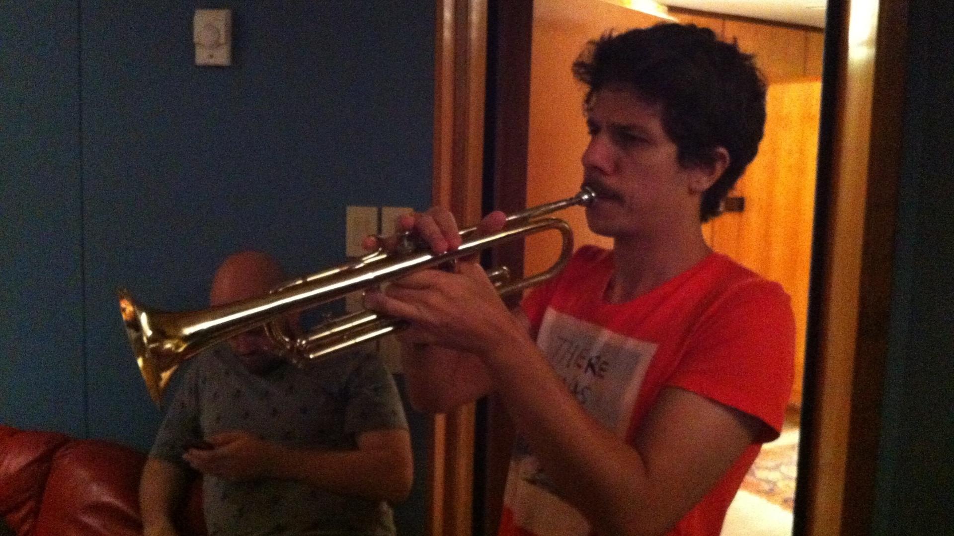 13.mar.2013 - Helio Flanders no estúdio gravando o terceiro álbum da banda Vanguart, que deverá chegar às lojas em julho