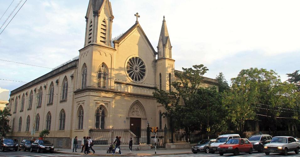 13.mar.2013 - Igreja de Nossa Senhora da Piedade, no bairro de Flores, em Buenos Aires, na Argentina. O papa Francisco frequentou a creche da igreja quando era criança