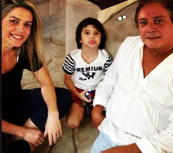 13.mar.2013 - Mari Alexandre aparece em foto com Fábio Jr e o filho Záion,