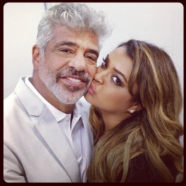 13.mar.2013 - Preta Gil dá beijo na bochecha de Lulu Santos