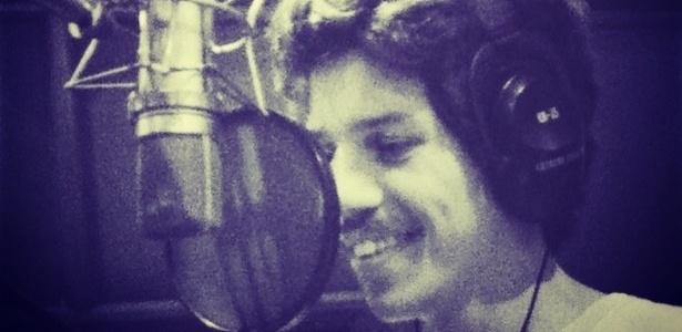 13.mar.2013 - Vocalista da Vanguart, Helio Flanders, grava os vocais do novo disco da banda mato-grossense