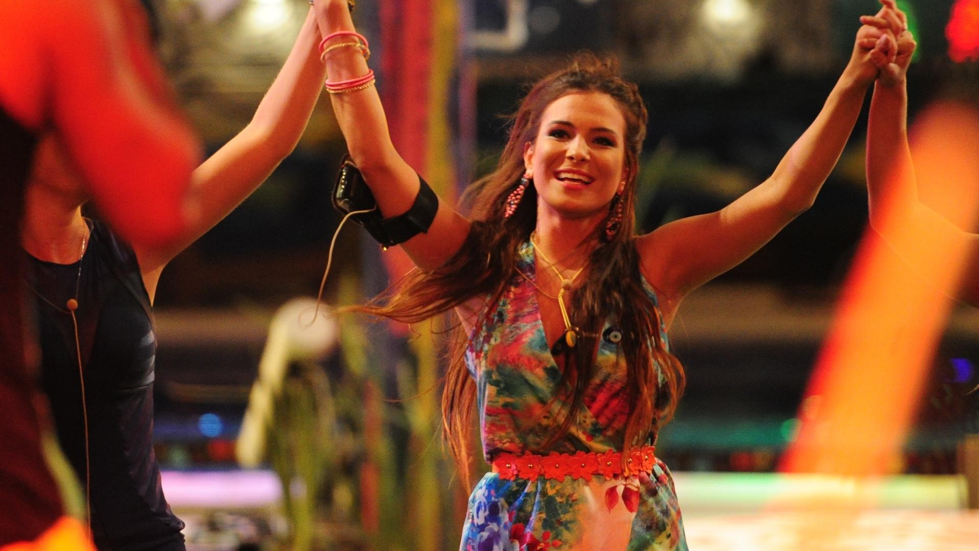 6.mar.2013 - Kamilla foi uma das sisters que mais se divertiu durante a festa Astral