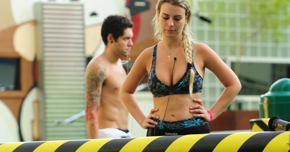 8.mar.2013 - Fernanda aparentou cansaço, mas não deu o braço a torcer