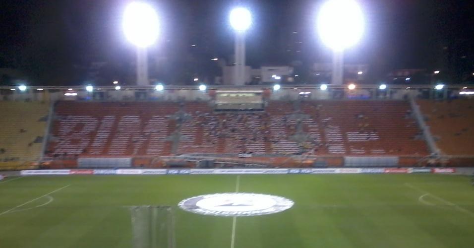 Corintianos preparam mosaico para comemorar título Mundial no jogo contra o Tijuana no Pacaembu