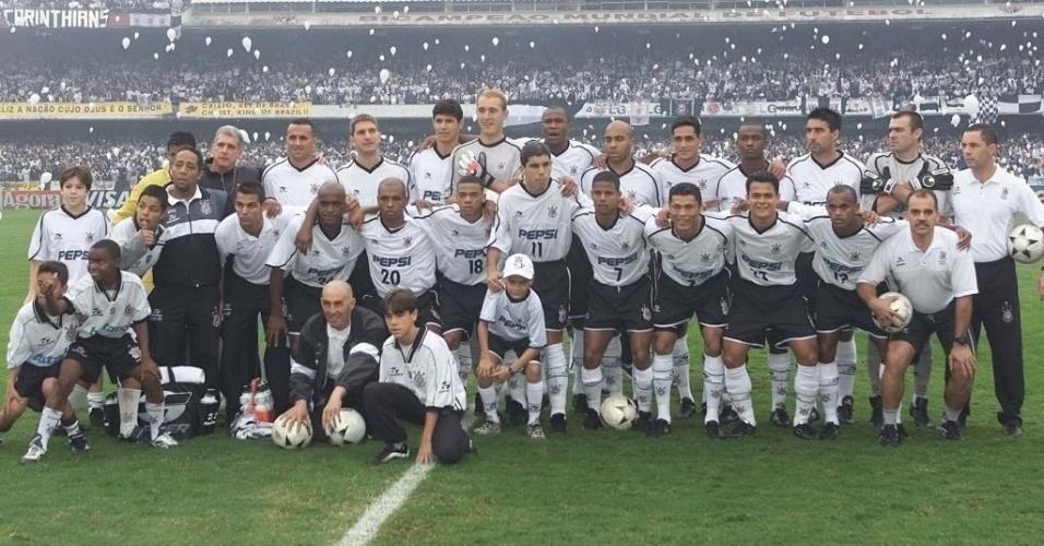 Elenco do Corinthians campeão paulista de 2001