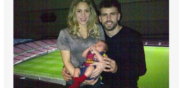Shakira, Piqué e o filho Milan comemoram a vitória do Barcelona sobre o Milan, por 4 a 0, pela Liga dos Campeões