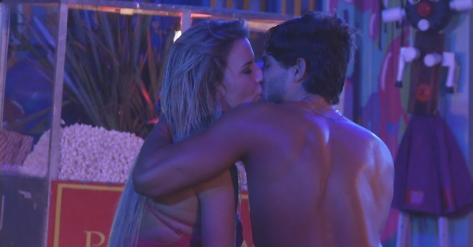 13.mar.2013 - André e Fernanda curtem juntos a festa Malandra