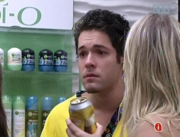 13.mar.2013 - Nasser diz que não quer conversar com Fernanda e com Andressa