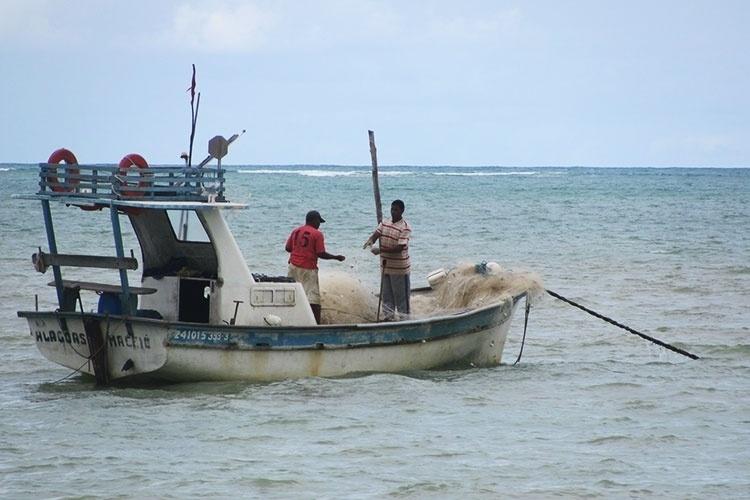 A pesca é uma das principais atividades dos moradores de Paripueira