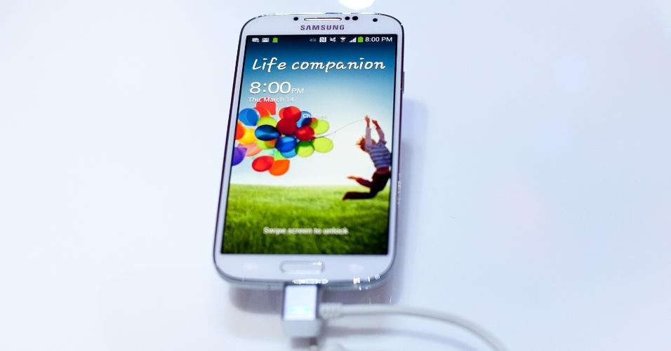 A Samsung apresentou a nova versão do seu smartphone, o Galaxy S4, durante um evento nesta quinta-feira (14) na cidade de Nova York, Estados Unidos