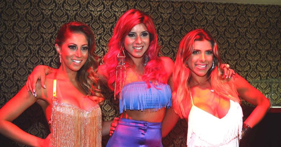 14.mar.2013 - Carol Narizinho, Thais Bianca e Ana Paula Minerato se reúnem em festa de loja de produtos sensuais em Sâo Paulo
