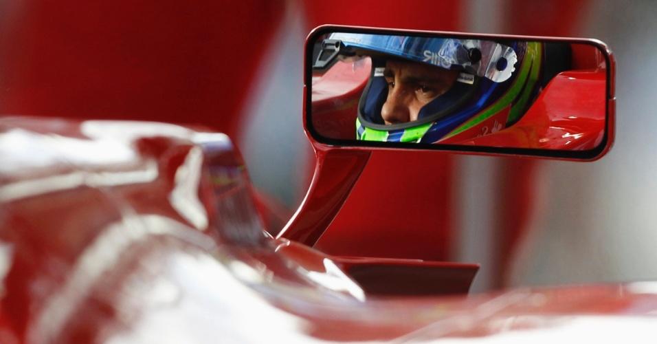 15.mar.2013 - Felipe Massa se prepara para entrar na pista de Albert Park para os treinos livres do GP da Austrália