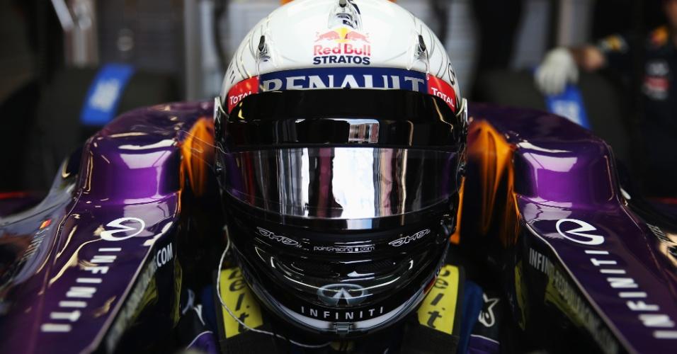 15.mar.2013 - Sebastian Vettel se prepara para entrar na pista de Albert Park nos treinos livres para o GP da Austrália