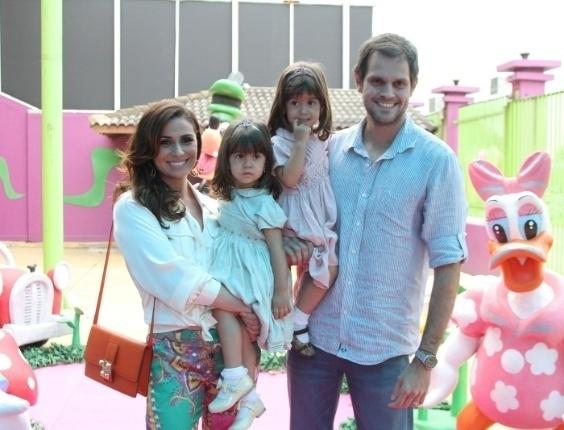17.out.2012 Família reunida no aniversário das gêmeas Sofia e Antonia