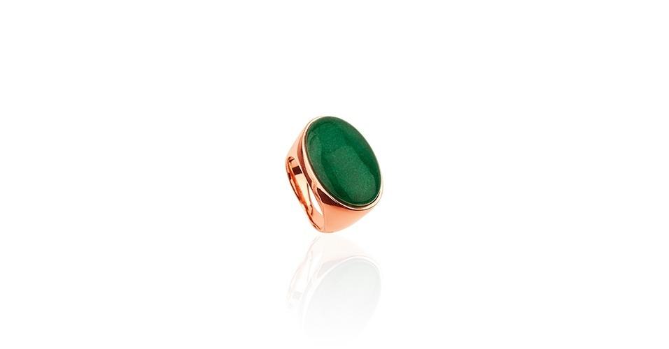 Anel com pedra verde; R$ 530, na Gold Skill (www.gsstore.com.br). Preço pesquisado em março de 2013 e sujeito a alterações