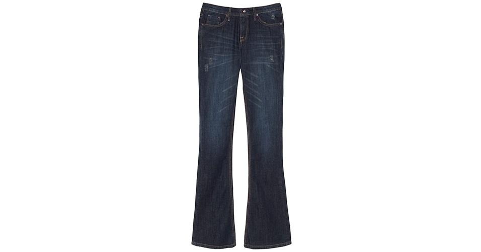 Calça jeans flare; R$ 299, da Le Lis Blanc, na Oqvestir (www.oqvestir.com.br). Preço pesquisado em março de 2013 e sujeito a alterações
